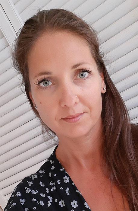 Tina Wisman foto voor bij review voor Betekenisvol Leven - life coaching en humanistische geestelijke verzorging online door Els van de Schoot
